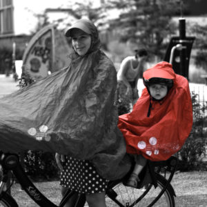 FULAP Jr rouge faire du vélo sous la pluie avec un enfant bébé